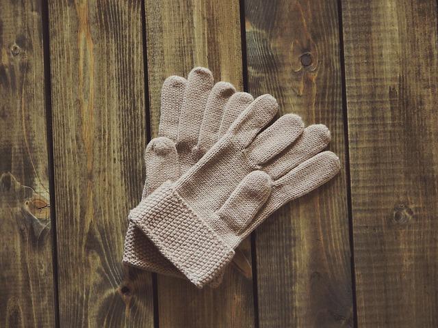 rukavice na podlaze