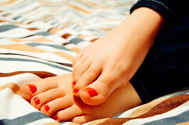 nohy po pedikúře