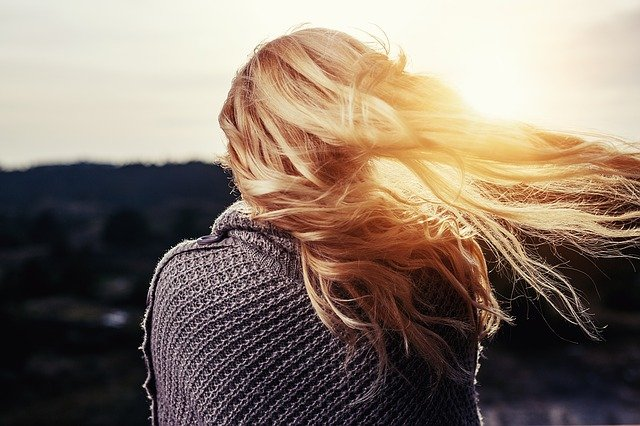 vlasy ve slunci