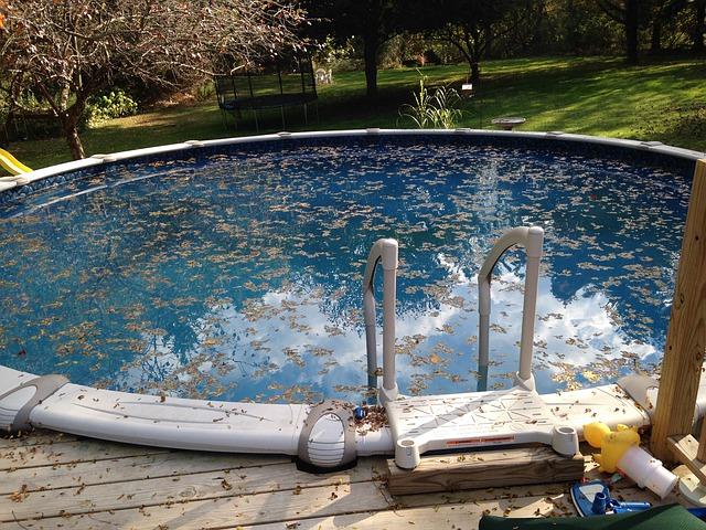 bazén s listy.jpg